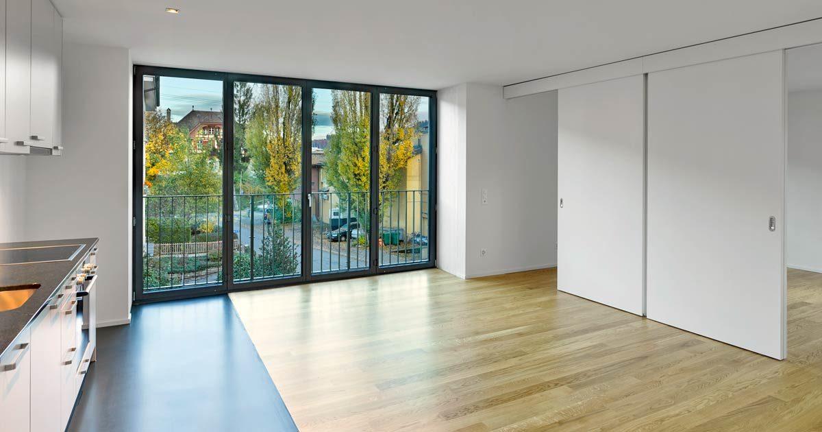 Garbani-Malerarbeiten-innen-Kueche-Balkonfenster