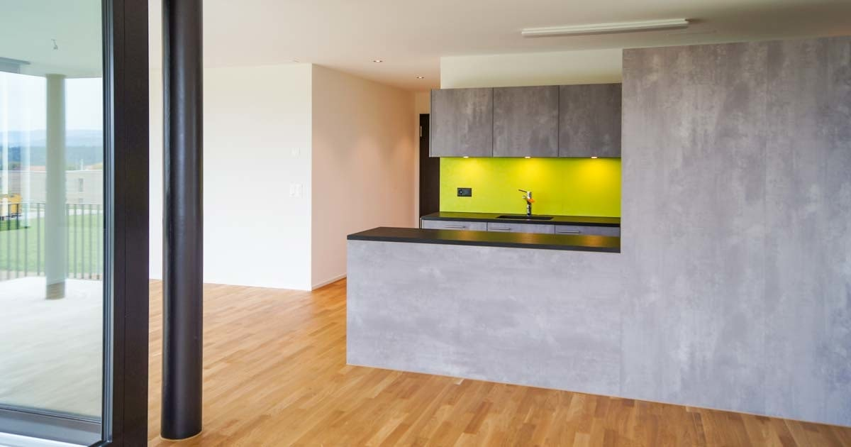 Referenz Mietwohnung Grossaffoltern Wohnzimmer Küche_Malerei Gipserei  Garbani AG Bern