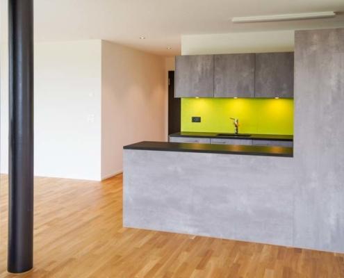 Bild Referenz Mietwohnung Grossaffoltern Wohnzimmer Küche – Malerei Gipserei Garbani AG Bern